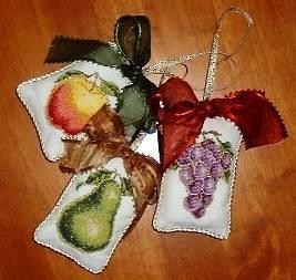 mb-fruits-ornament.jpg