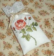 mb-roseheartsachet.jpg